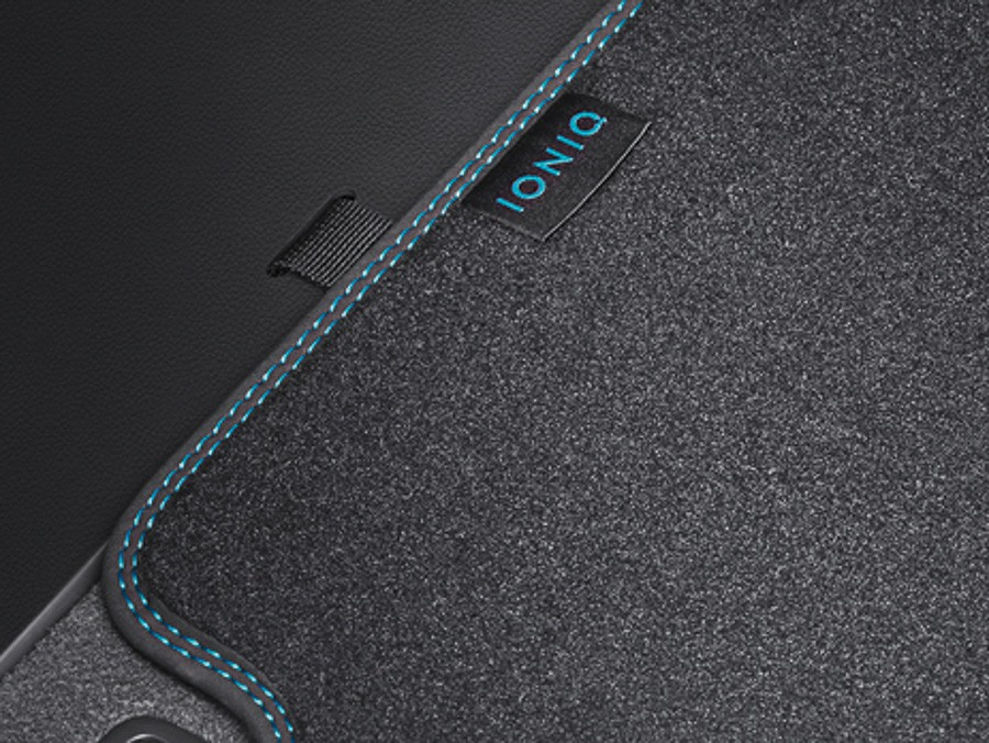 11 iONiQ Plugin (2018)Стелка багажник